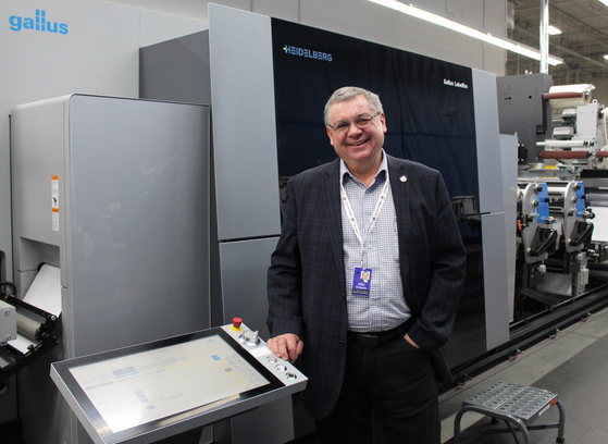 Alan Roberts , Senior VP of Data Group in front of Gallus Labelfire 340